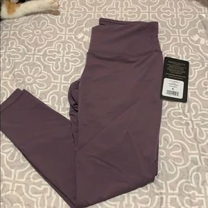 Leggings in dusky orchid size small - NWT